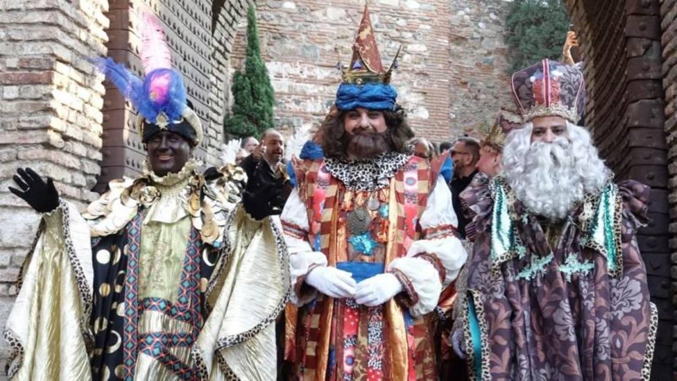 Los Reyes Magos recorren las calles de España en una noche mágica marcada por la pandemia