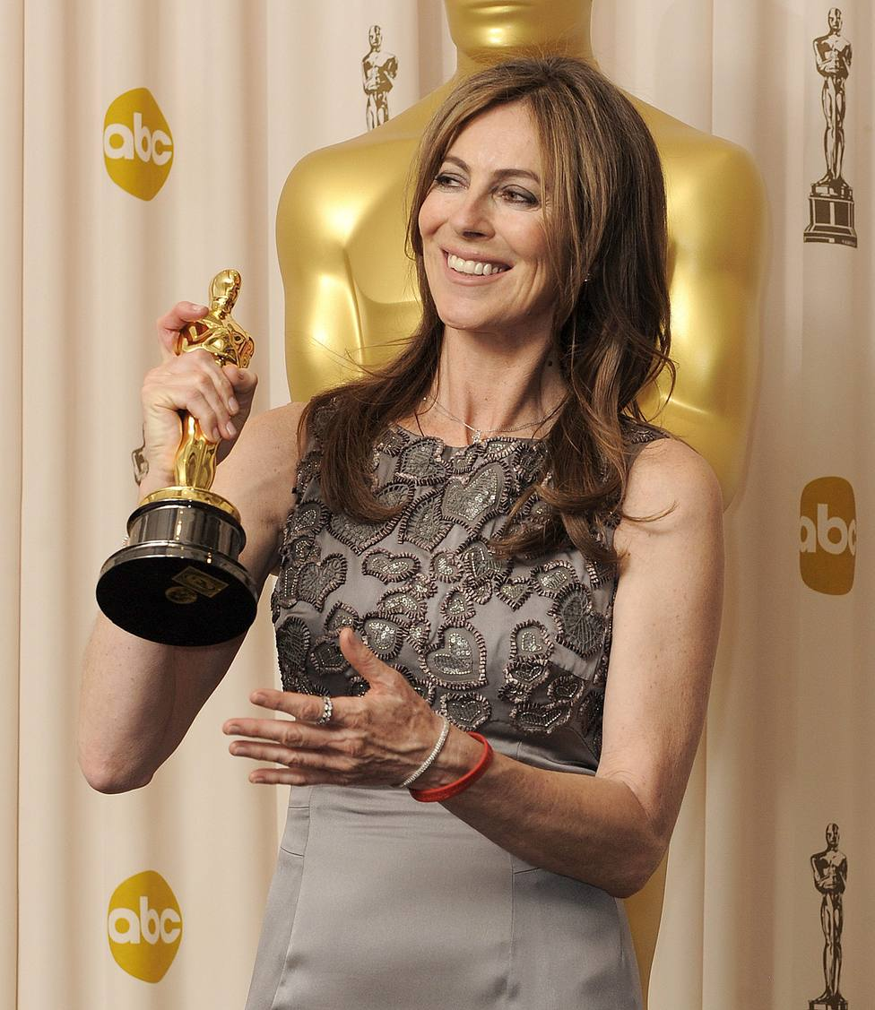 Kathryn Bigelow con el Óscar a la mejor dirección por En tierra hostil