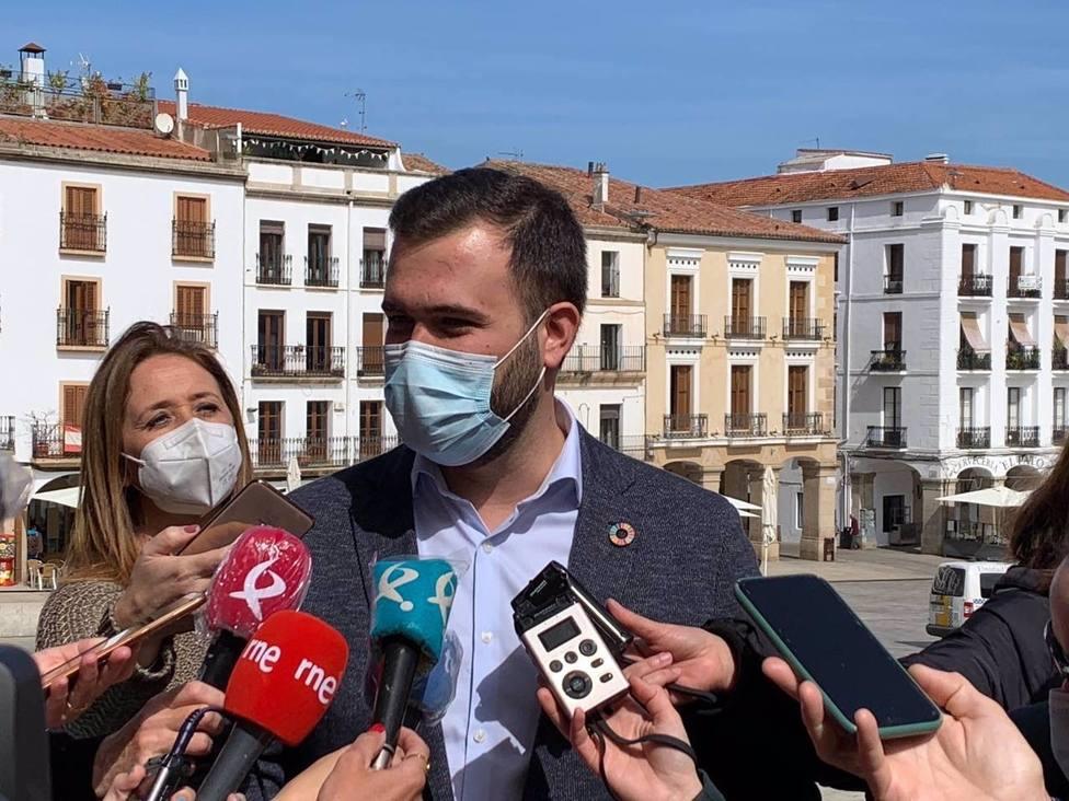 El alcalde de Cáceres, Luis Salaya, se somete a una operación de anginas que le tendrá de baja