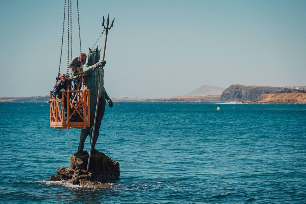 Reparan el brazo del Neptuno de Melenara, dañado por el temporal Dora