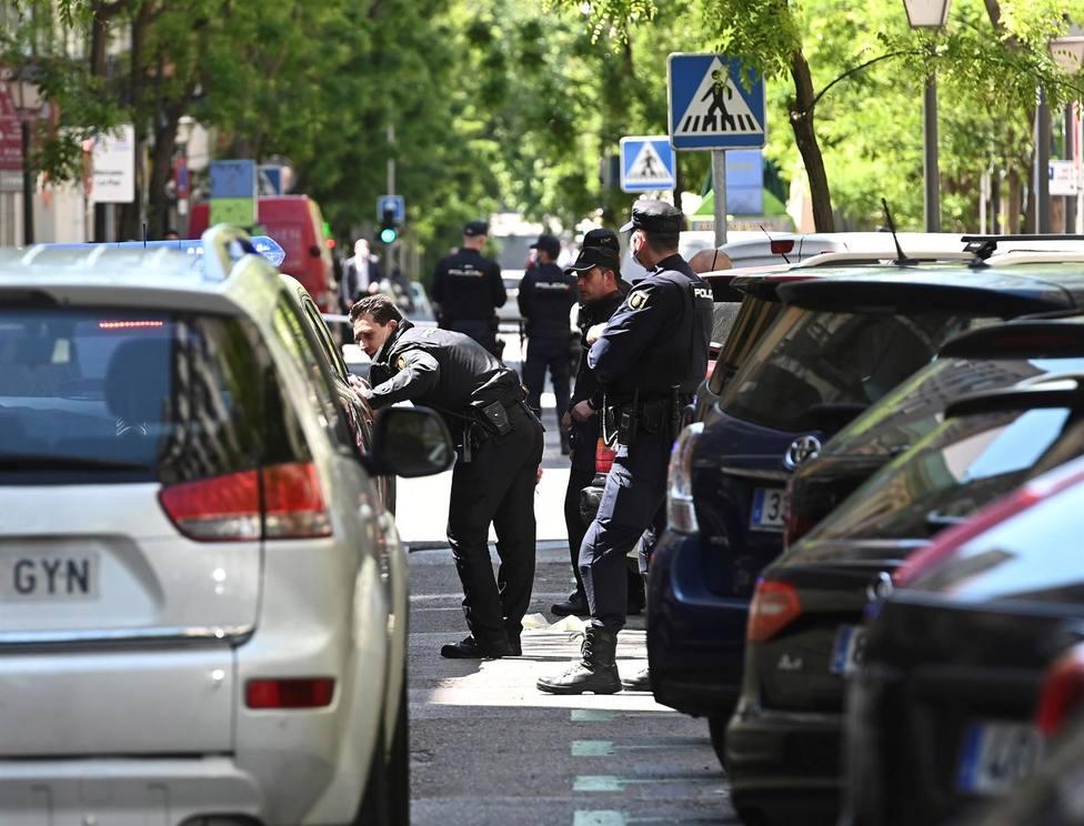Agentes de la Policía Nacional en la calle Ayala de Madrid