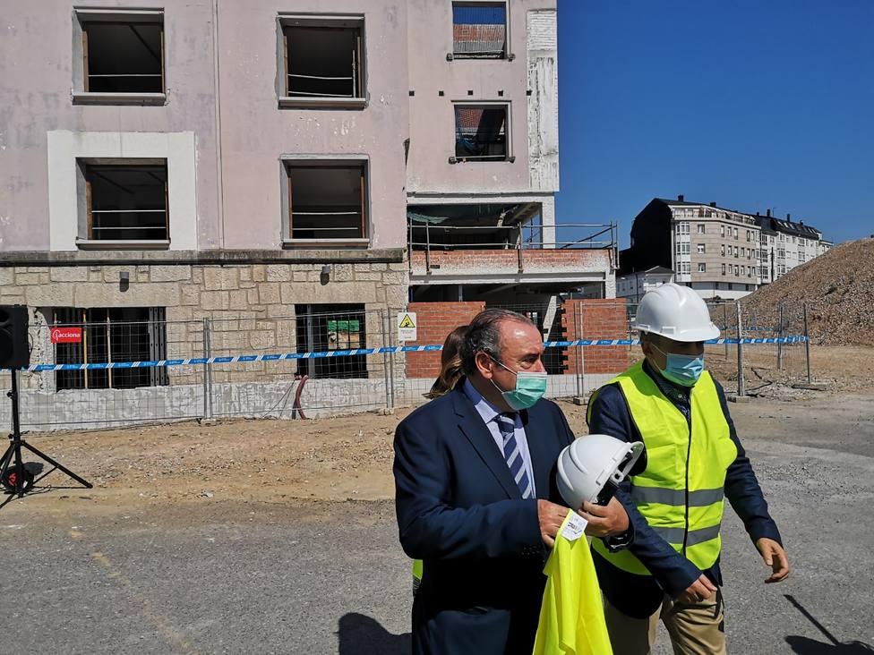 Ramón Ares visitó hoy las obras del nuevo Centro Integral de Saúde de A Residencia