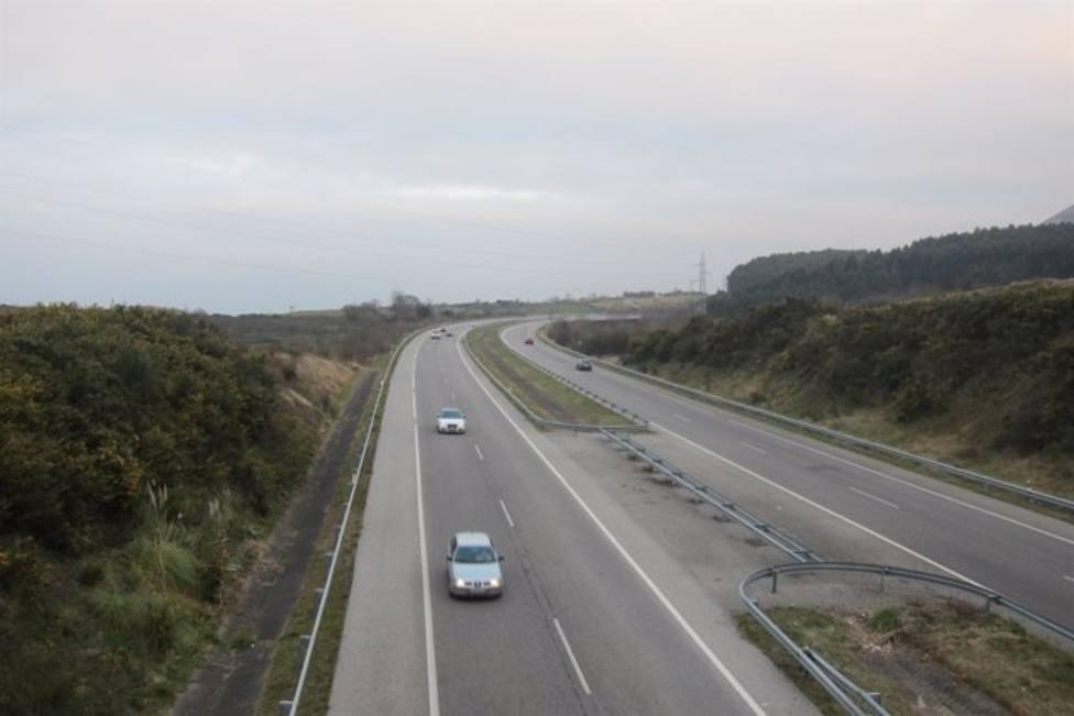 Tráfico en una autovía de Asturias