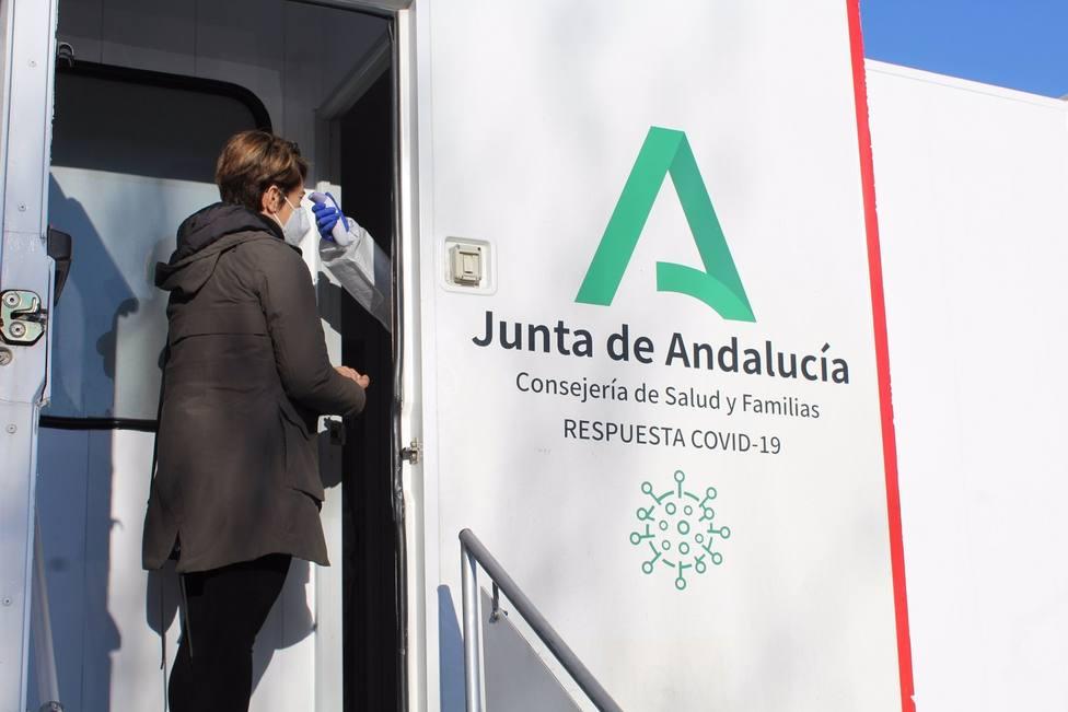 CORONAVIRUS | Catorce personas han ingresado en Andalucía y suman ya 513 hospitalizados COVID