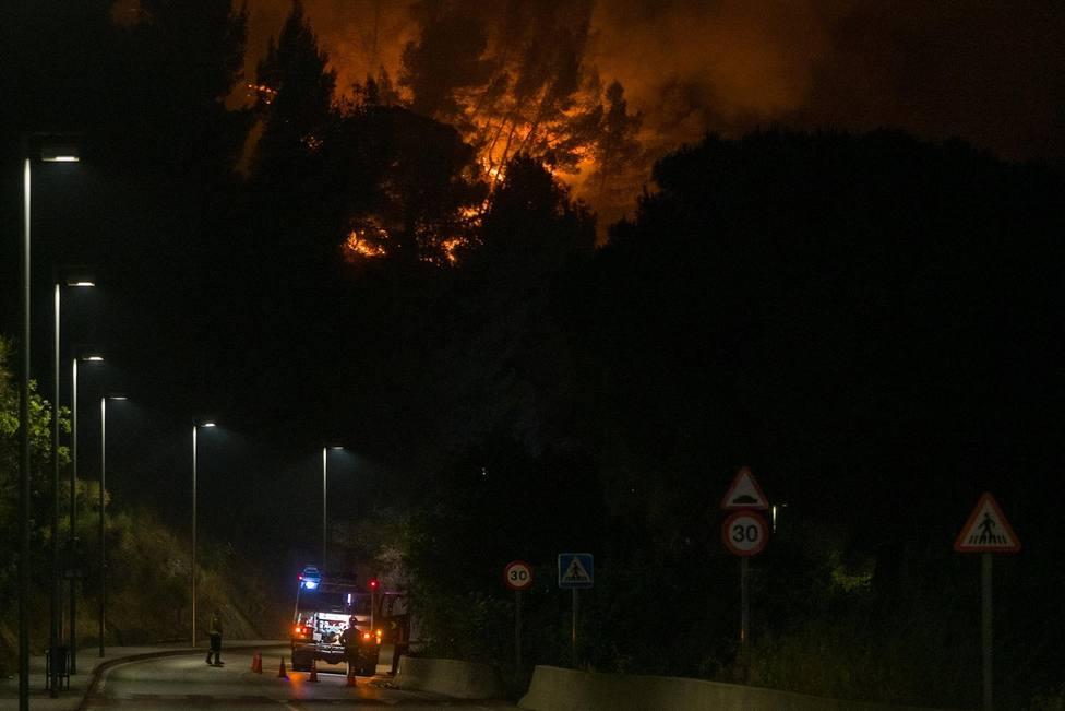 El incendio en Castellví y Martorell (Barcelona) ya ha quemado unas 220 hectáreas