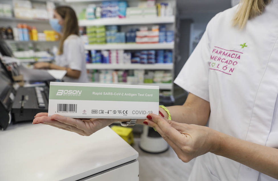 Los Test de antígenos negativos vendidos en farmacias gallegas serán válidos para acceder a bares y pubs