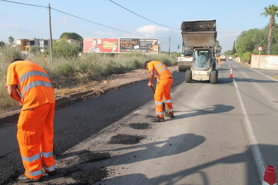Benicàssim inicia el asfaltado del nuevo itinerario peatonal del Camino Serradal