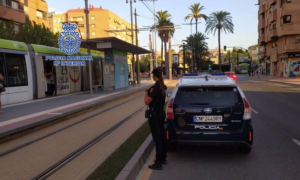 Un Policía Nacional fuera de servicio detiene al autor de un robo con violencia que presenció en pleno centro de la capital