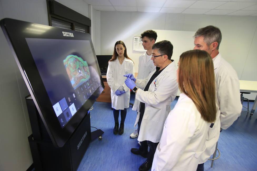 ctv-lue-alumno-medicina-practica-de-simulacin-clinica-instalaciones-facultad-cc-salud-profesor--2