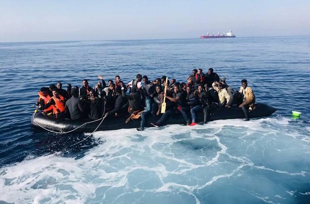Ascienden a 344 personas las rescatadas de siete pateras en el mar de Alborán