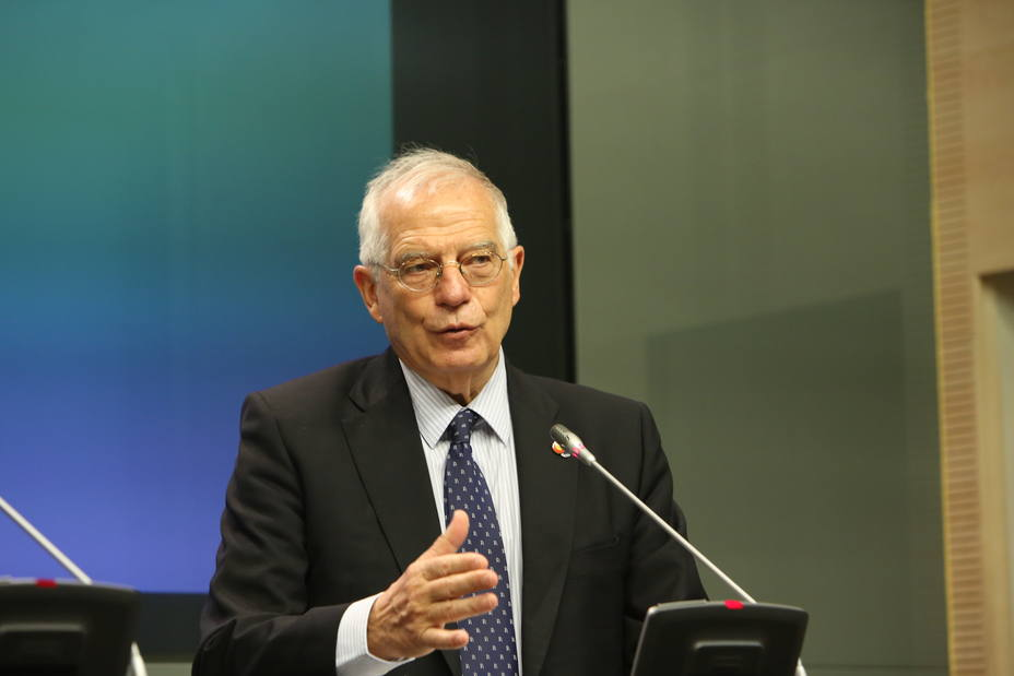 Borrell lamenta sus declaraciones sobre el exterminio de indígenas y traslada su respeto a la comunidad nativa de EEUU
