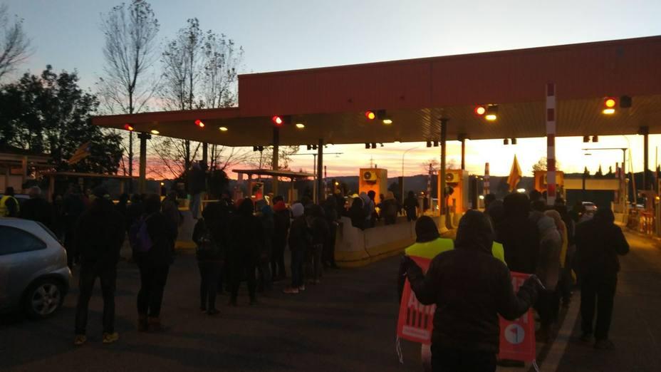 Los CDR abren los peajes de la AP-7 (CDR Tarragona? @TarragonaCd)