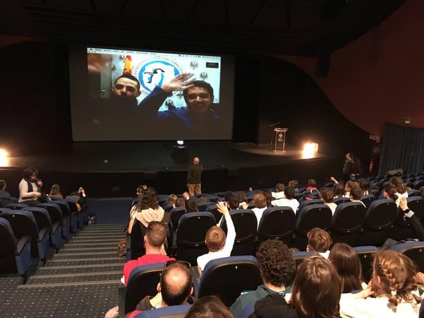 Los escolares han podido preguntar a científicos y militares destinados en la Antártida