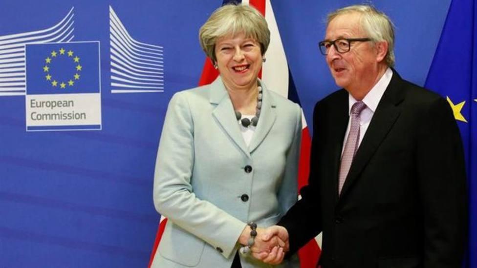 Londres y Bruselas resuelven el principal escollo del Brexit