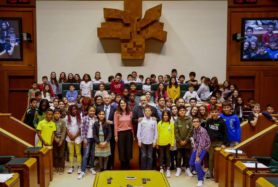 Pleno infantil en el parlamento vasco