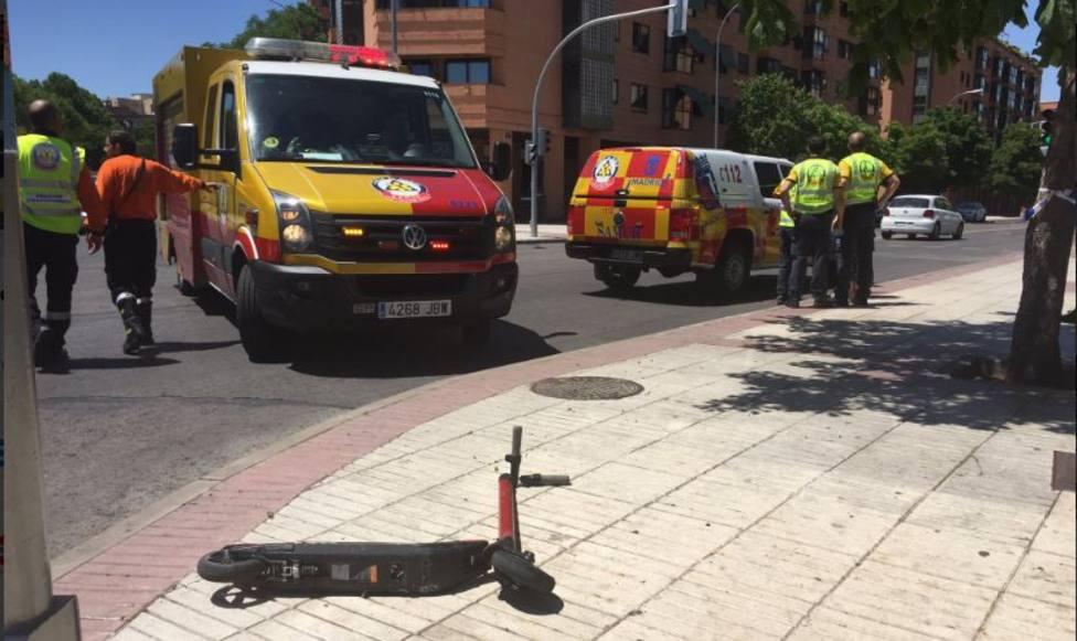 Herido grave un menor tras ser atropellado al cruzar un semáforo con un patinete eléctrico