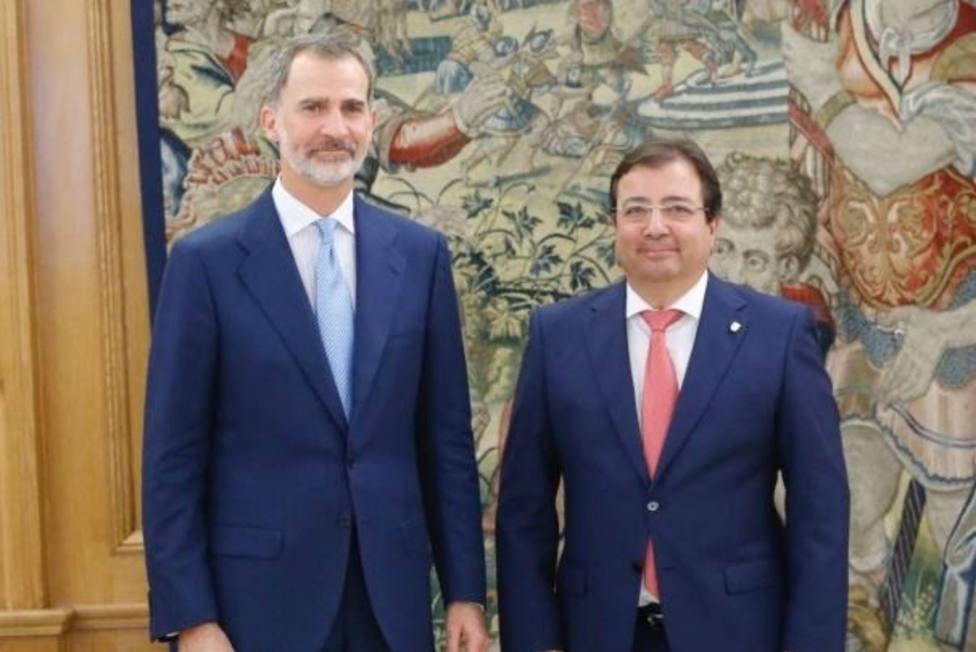 El Rey inicia su ronda de audiencias con Fernández Vara