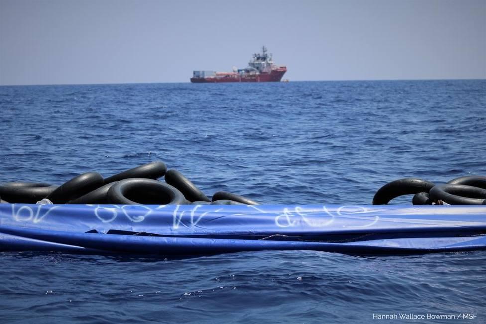 El barco de rescate Ocean Viking rebasa ya el nivel de carga de pasajeros tras salvar a 81 personas más