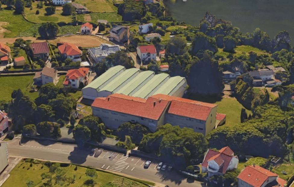 Vista áerea del colegio plurilingüe O Ramo situdao en Barallobre, Fene
