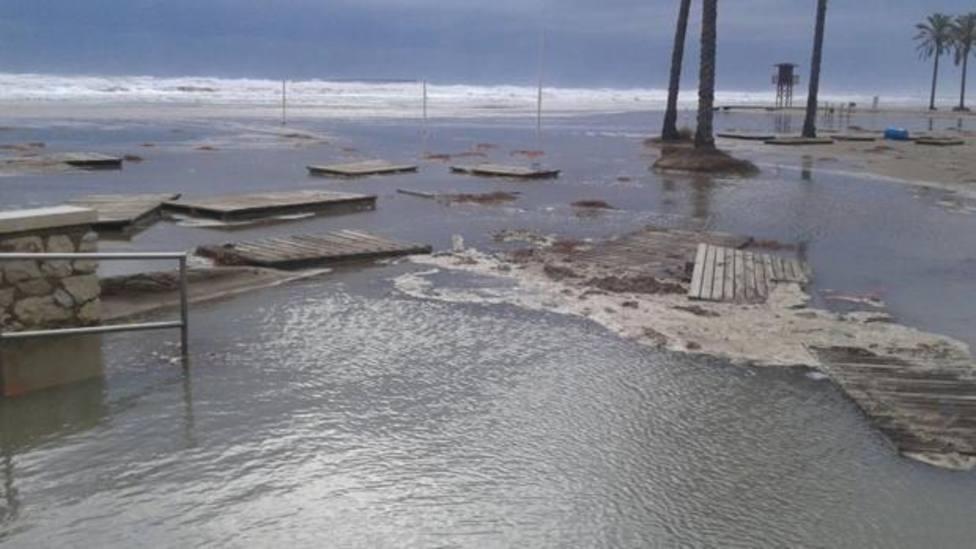 Playa de cullera inundada
