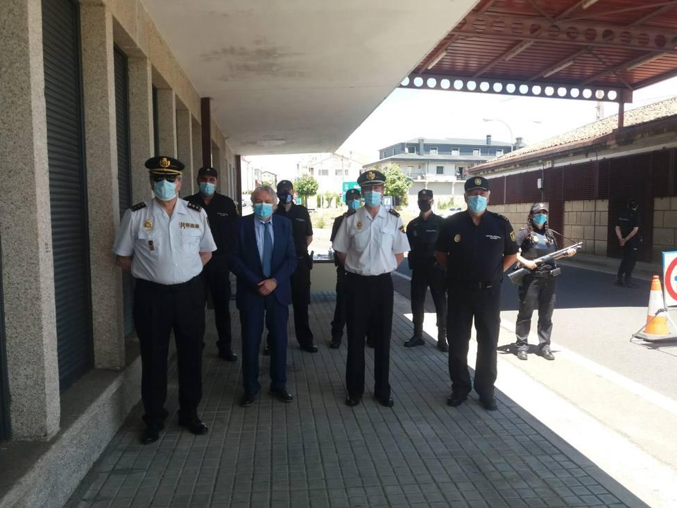 Visita del subdelegado del Gobierno y mandos de la Policía Nacional al puesto fronterizo de Feces de Abaixo
