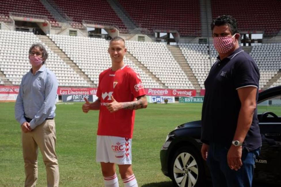 Miguel Muñoz, presentado como nuevo jugador del Real Murcia
