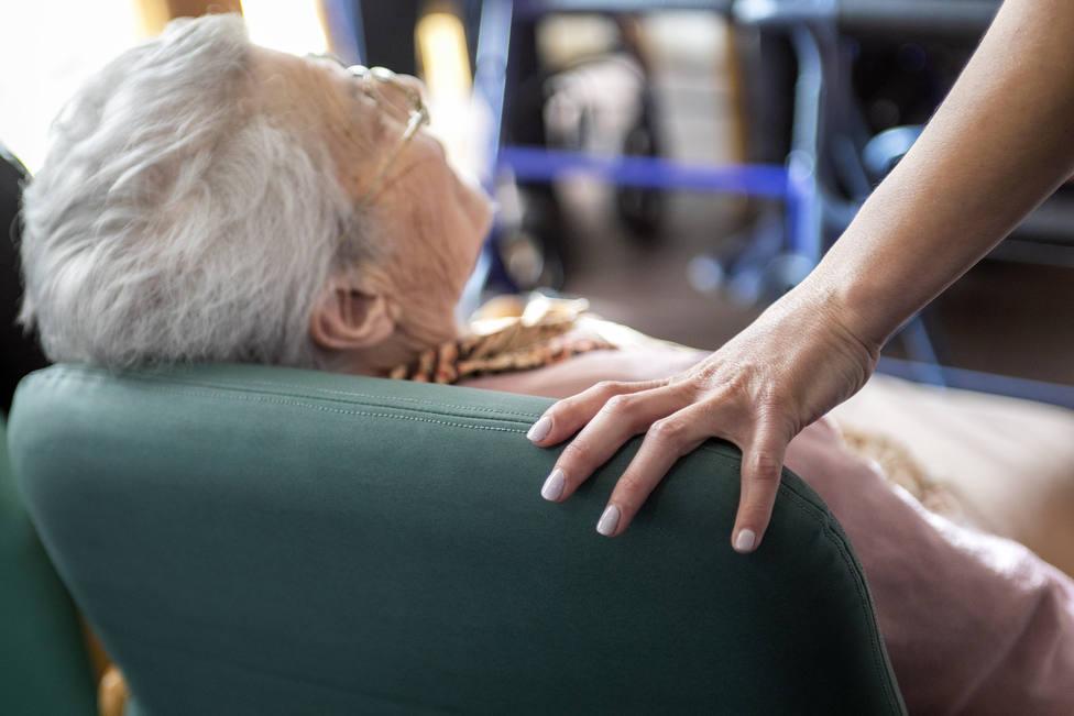 Mujer en una residencia de mayores