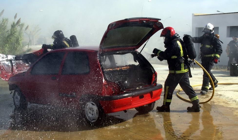 Arden unos 15 turismos en un desguace en Almería sin que se registren heridos