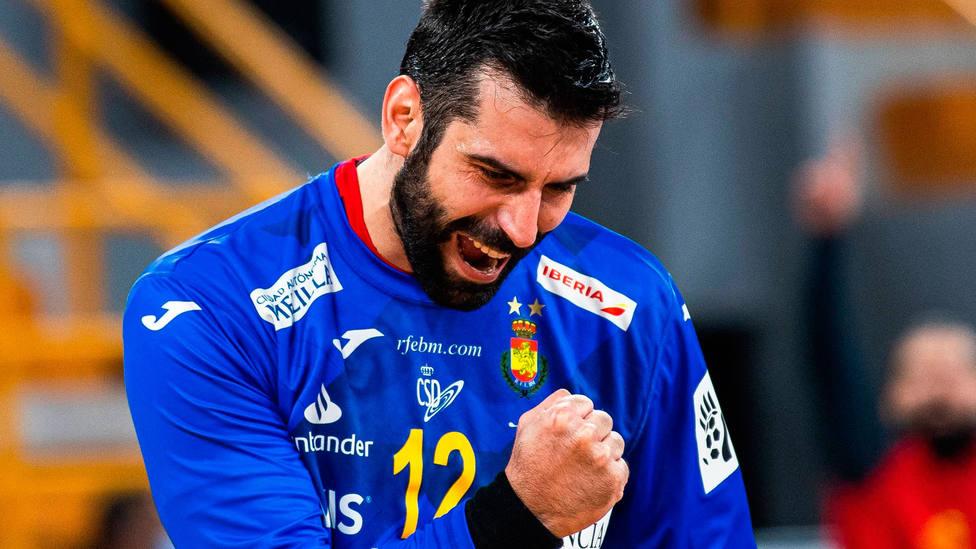 Rodrigo Corrales, con gesto de victoria, en el partido entre España y Balonmano en el Mundial de balonmano