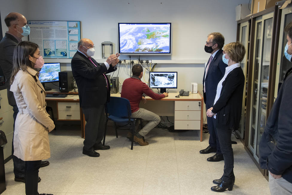 José Martí visita el Laboratorio de Climatología de la UJI que lidera el catedrático José Quereda