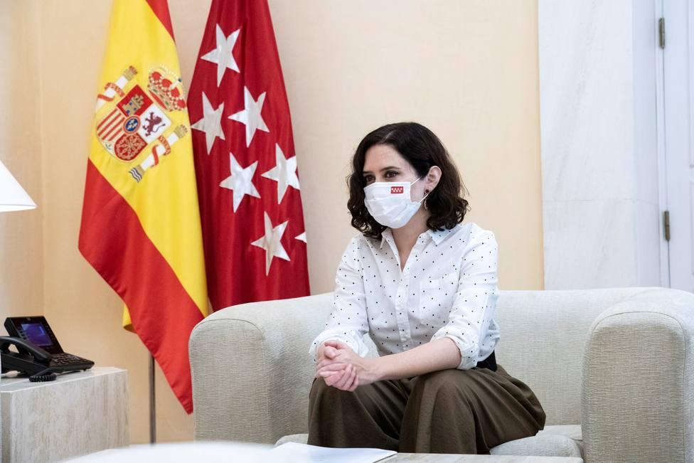 Isabel Díaz Ayuso se reúne con representantes de la Federación Nacional de Esteticistas de España