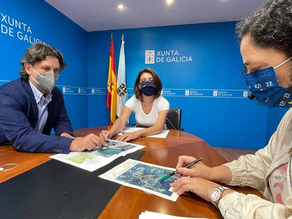 Ángeles Vázquez, Belén do Campo y Valentín Calvín. FOTO: PP Ortigueira