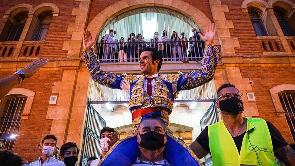 Emilio de Justo en su salida a hombros este sábado en La Glorieta de Salamanca