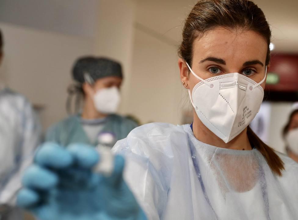Coronavirus.- La variante británica ya aparece en el 50% de los casos que son analizados en el laboratorio del HUCA