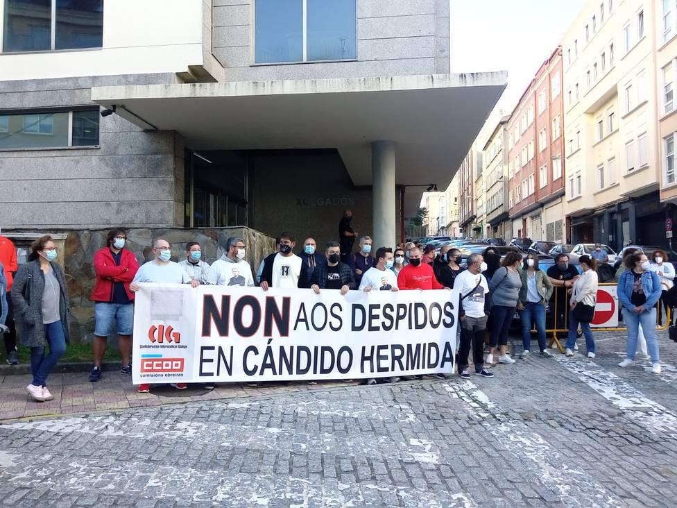 Concentración ante el Juzgado de Ferrol para apoyar a los trabajadores despedidos - FOTO: Cedida