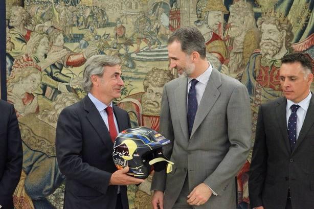 Carlos Sainz con el rey Felipe VI en Zarzuela