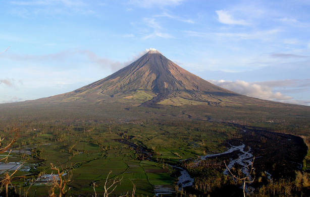 Monte Mayón, Filipinas. Wikipedia