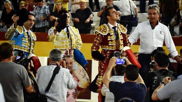 Enrique Ponce, David Fernández, El Fandi y el ganadero de Guadalmena, a hombros en Cehegín