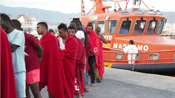 La UME levanta un nuevo centro de atención inmigrantes en el puerto de Motril