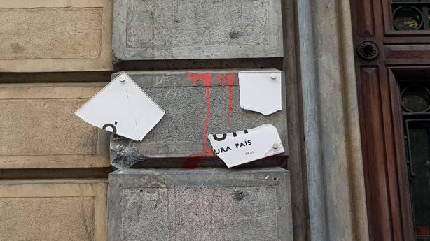 Atacan de nuevo la sede de Òmnium Cultural en Barcelona