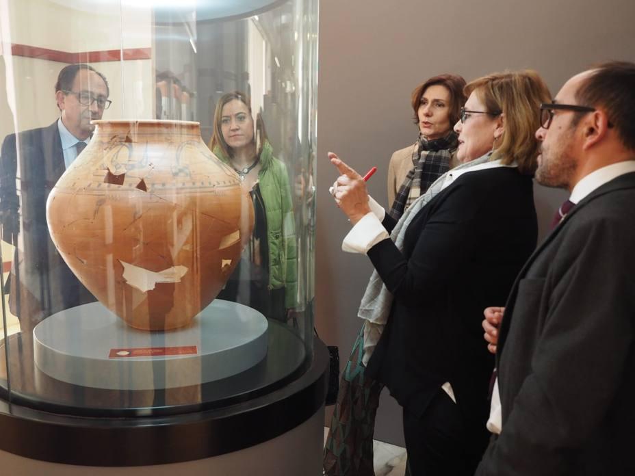 La secretaria de Estado de Turismo visitando el Museo Numantino de Soria
