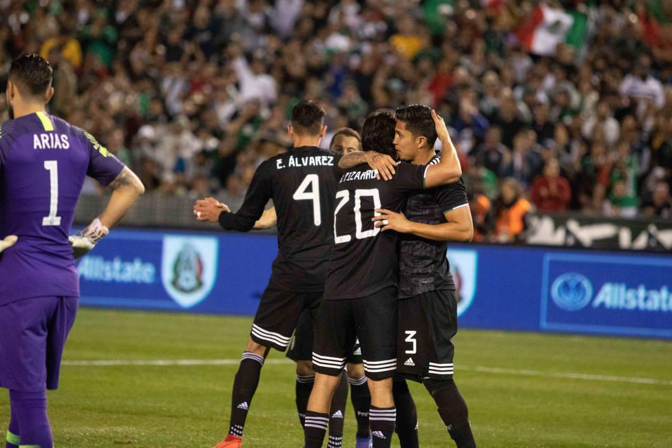 58632b3c0 El  Tata  Martino debuta como seleccionador de México con un triunfo ante  Chile - Fútbol Internacional - COPE