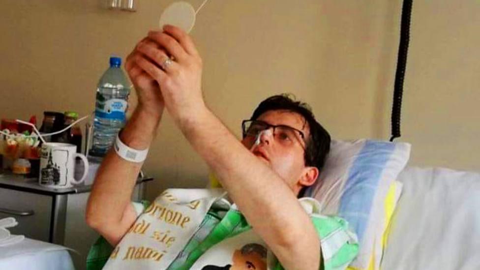 Fallece el sacerdote polaco que fue ordenado en la cama del hospital