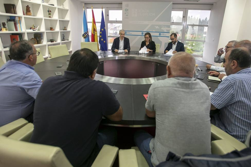 Reunión entre los representantes de los sindicatos de CC.OO., UGT y CIG y los conselleiros de la Xunta
