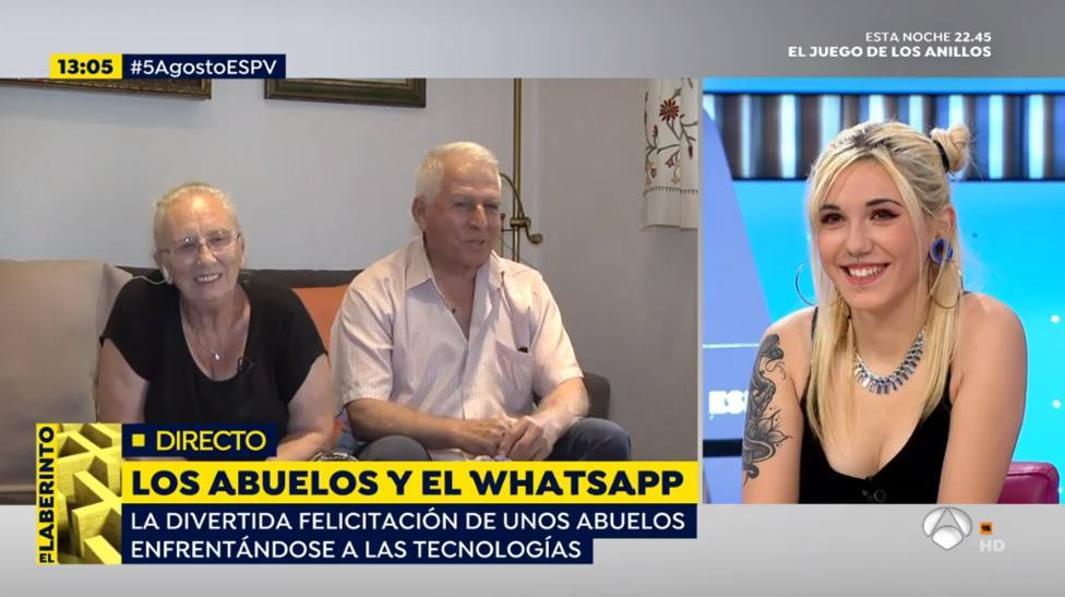 Los abuelos virales por su divertida felicitación en WhatsApp: Nuestra nieta nos ha metido en un lío