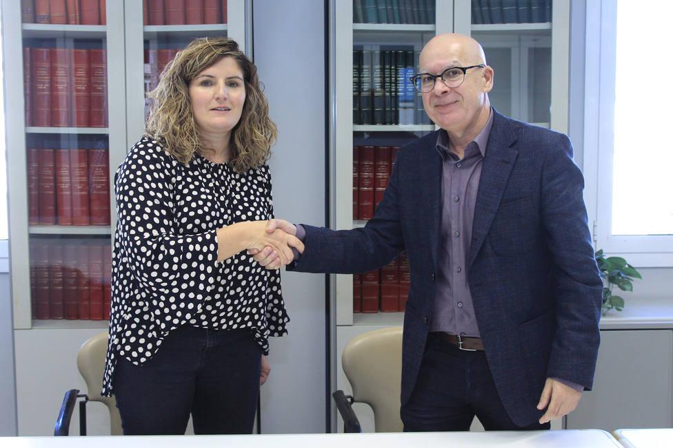 Marián Ferreiro, alcaldesa de Narón, con el vicepresidente de la Diputación, Xose Regueira,- FOTO: Diputación