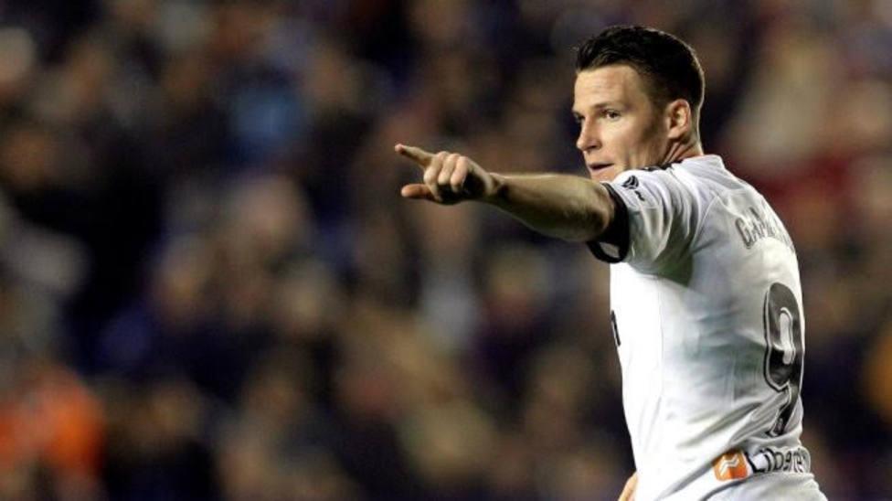 Gameiro, en un partido con el Valencia CF
