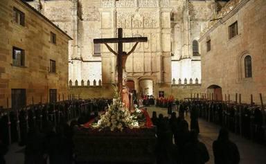 Hermandad Universitaria en procesión en Salamanca en Martes Santo