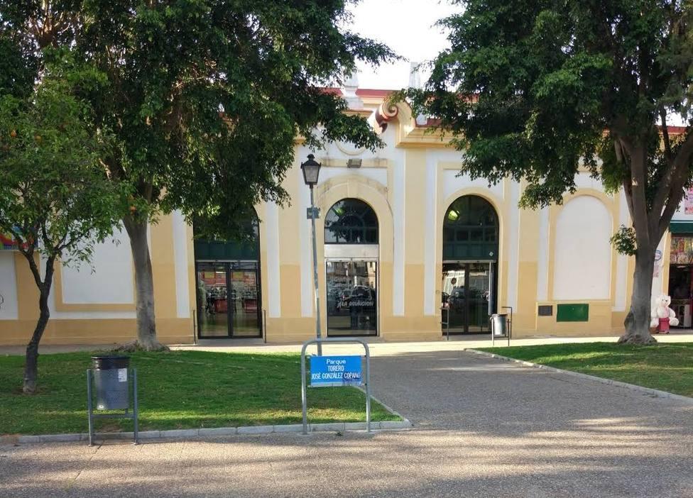 Plaza ante el Centro Comercial La Asunción, en Jerez