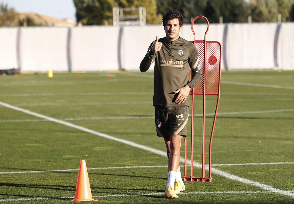 Giménez supera el coronavirus y vuelve a entrenar con el Atlético de Madrid